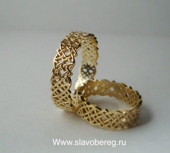 Золотое кольцо со звездой Сварога